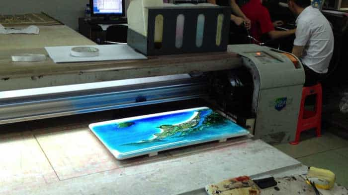 Printing methods for plastic surfaces